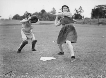 Two_girls_playing_baseball_Brisbane_1940